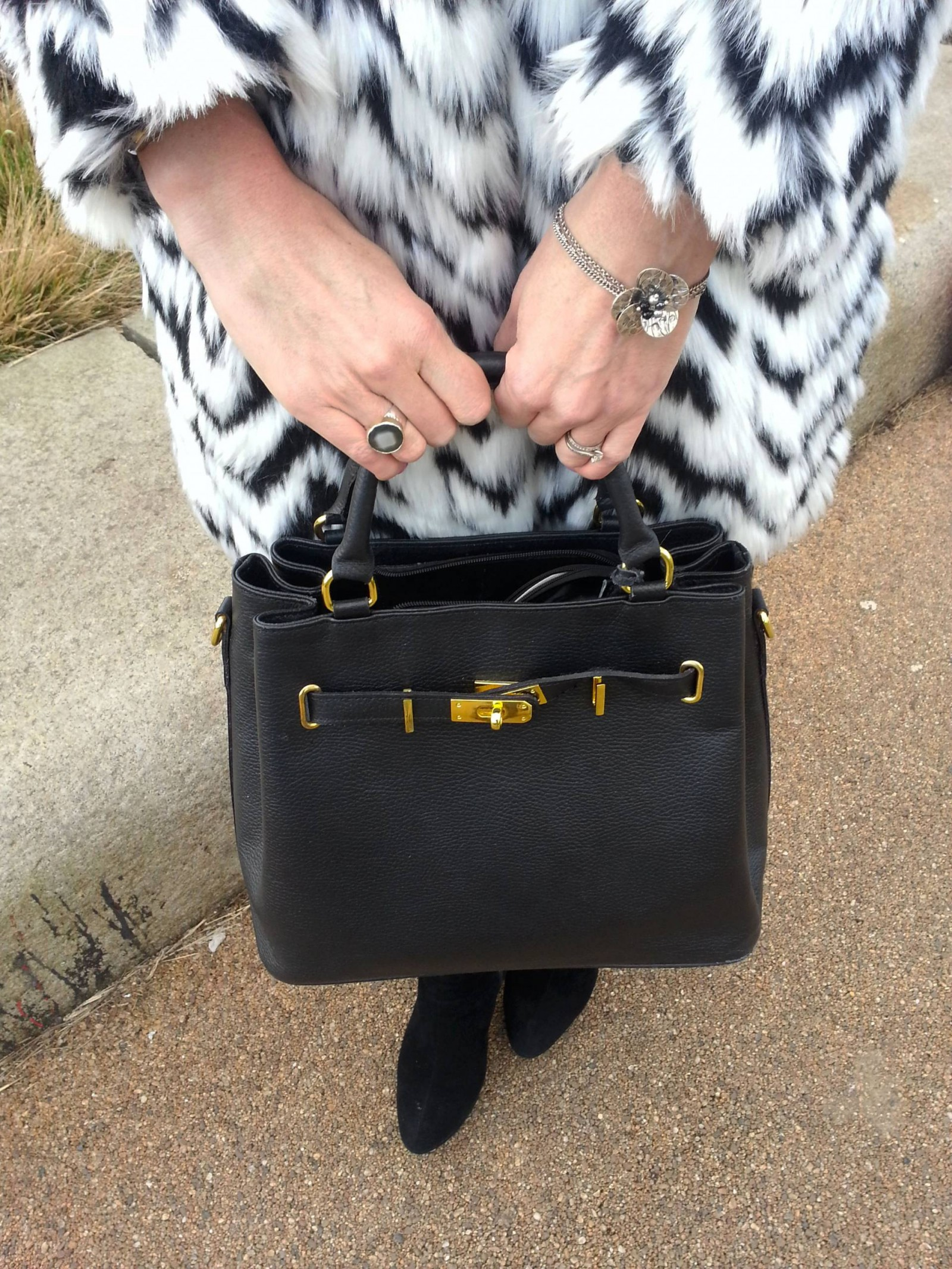 Mila Blu black handbag Pia ring and bracelet