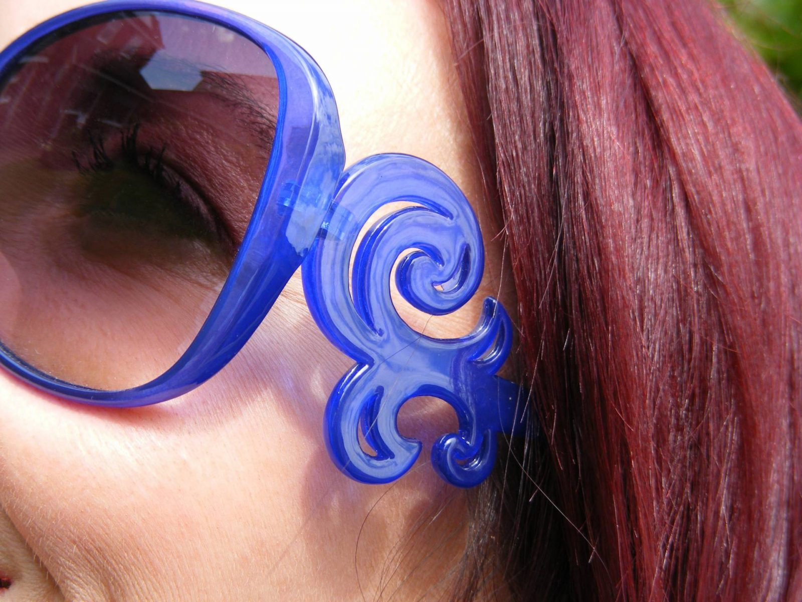 Shades of Blue With a Pop of Red Asos blue sunglasses