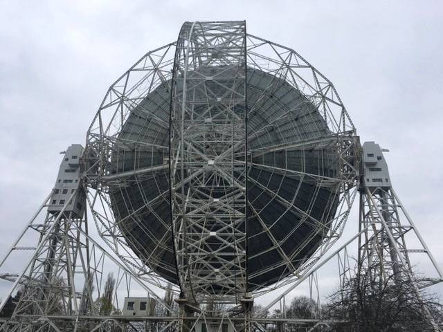 Day at Jodrell Bank, Lovell telescope