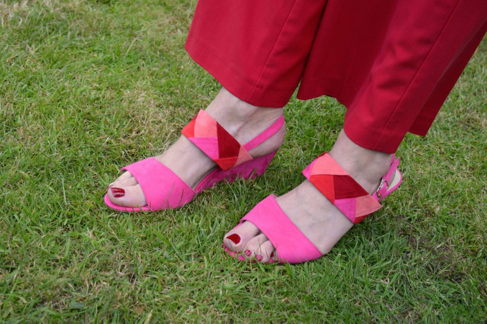 Colour Blocking Red and Pink With Lotus Shoes and Bag