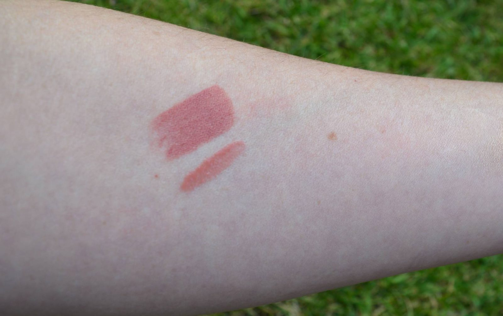 Tarte 7 Piece Maneater Make-up Collection and Bag liipstick swatch