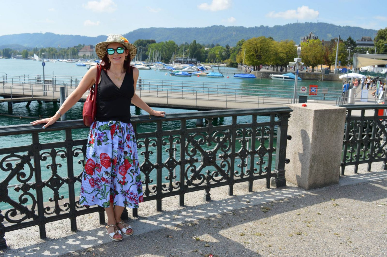 A Comfortable, Chic Outfit For a Day Sightseeing in Zurich Zara gingham floral print skirt