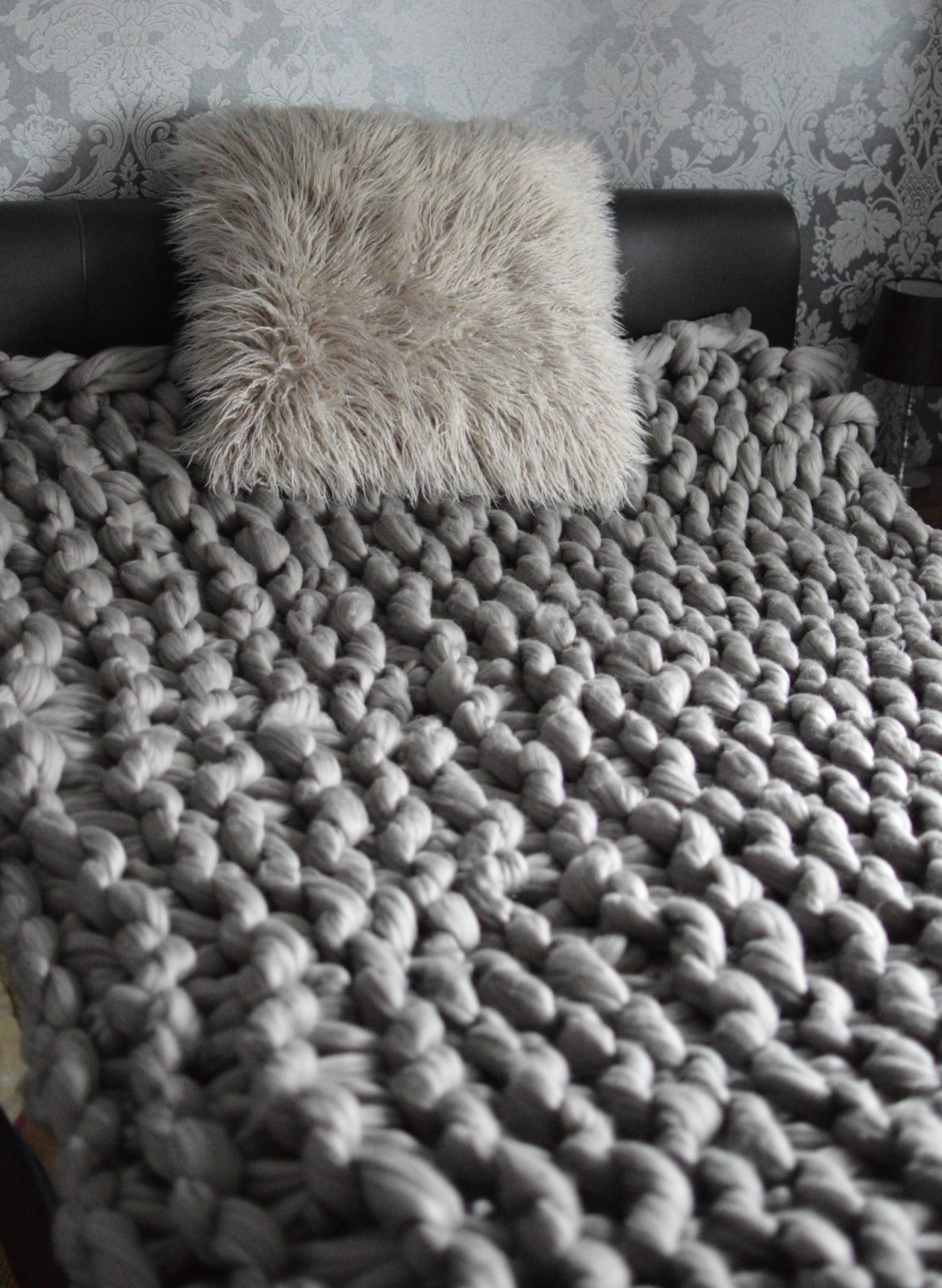 Hand Knitting a Chunky Bed Throw