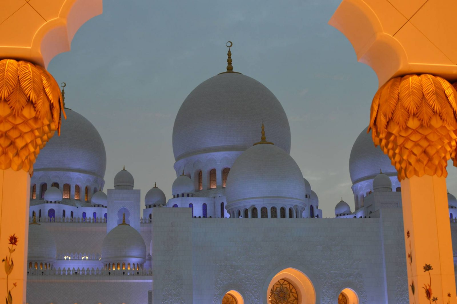 6 Things To Do in Abu Dhabi, Sheikh Zayed Grand Mosque Abu Dhabi at sunset