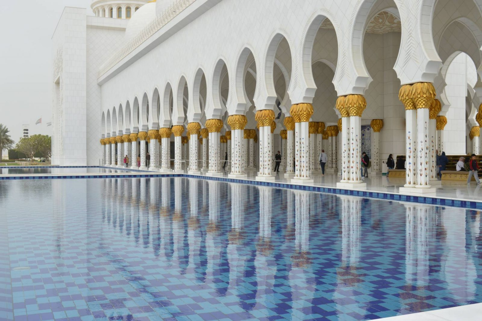 6 Things To Do in Abu Dhabi, Sheikh Zayed Grand Mosque Abu Dhabi