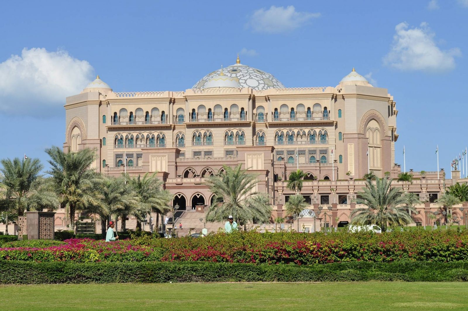 6 things to do in Abu Dhabi, Emirates Palace