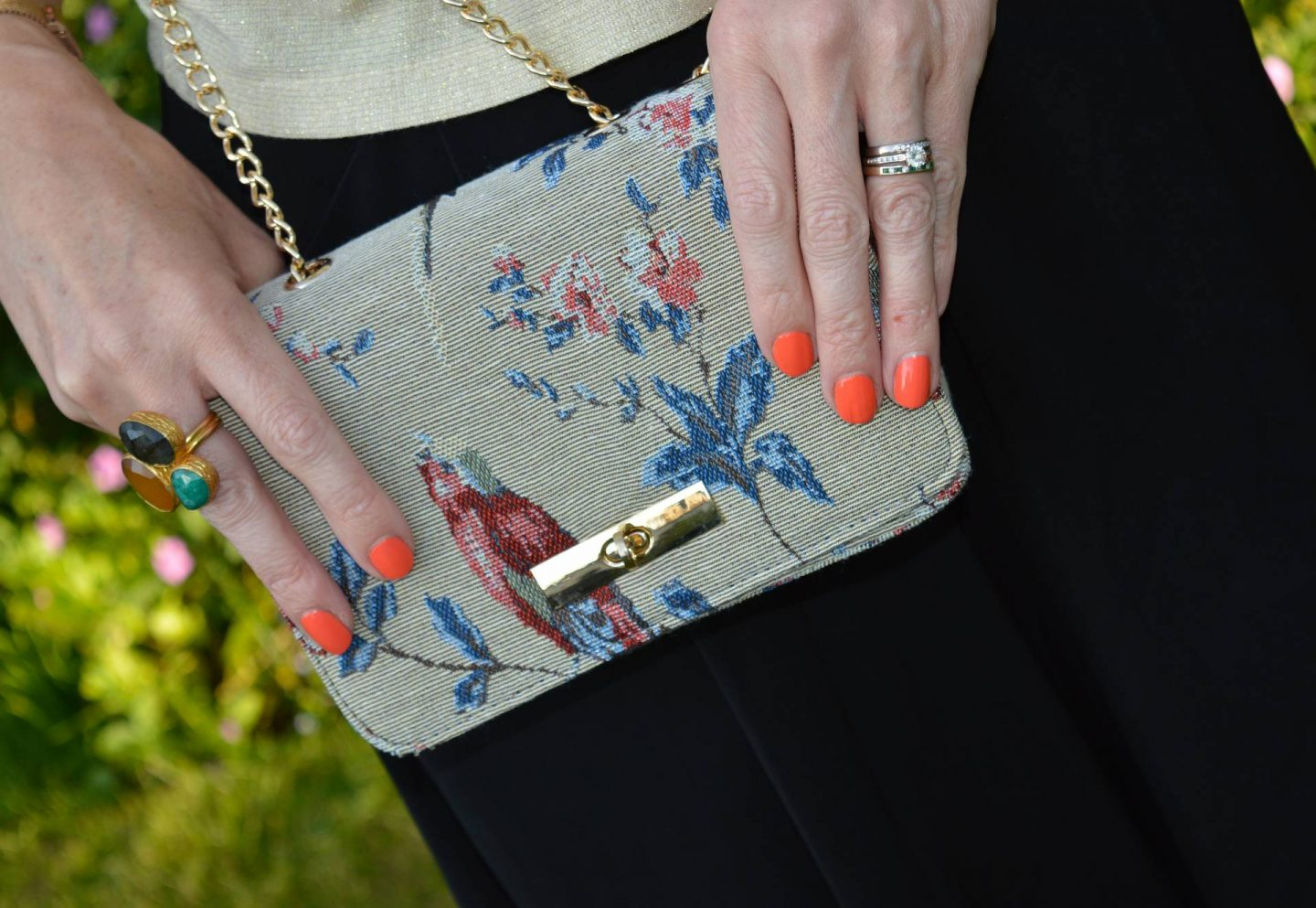 bird print chain handle bag