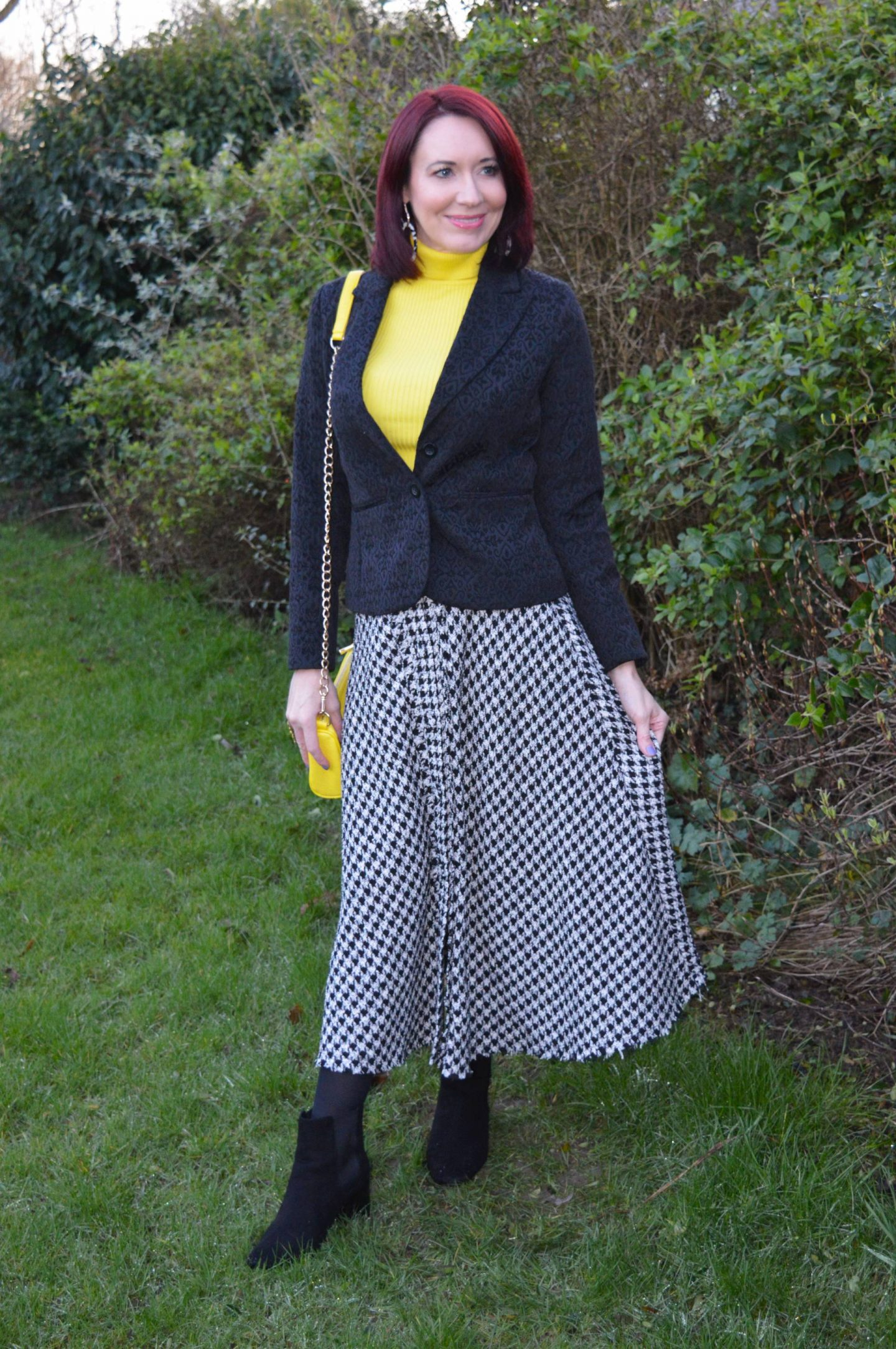 Houndstooth and Bright Yellow, Zara houndstooth skirt, New Look bright yellow roll neck jumper