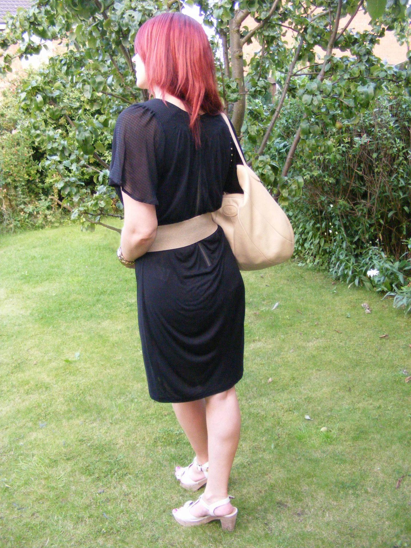 A Wear black dress