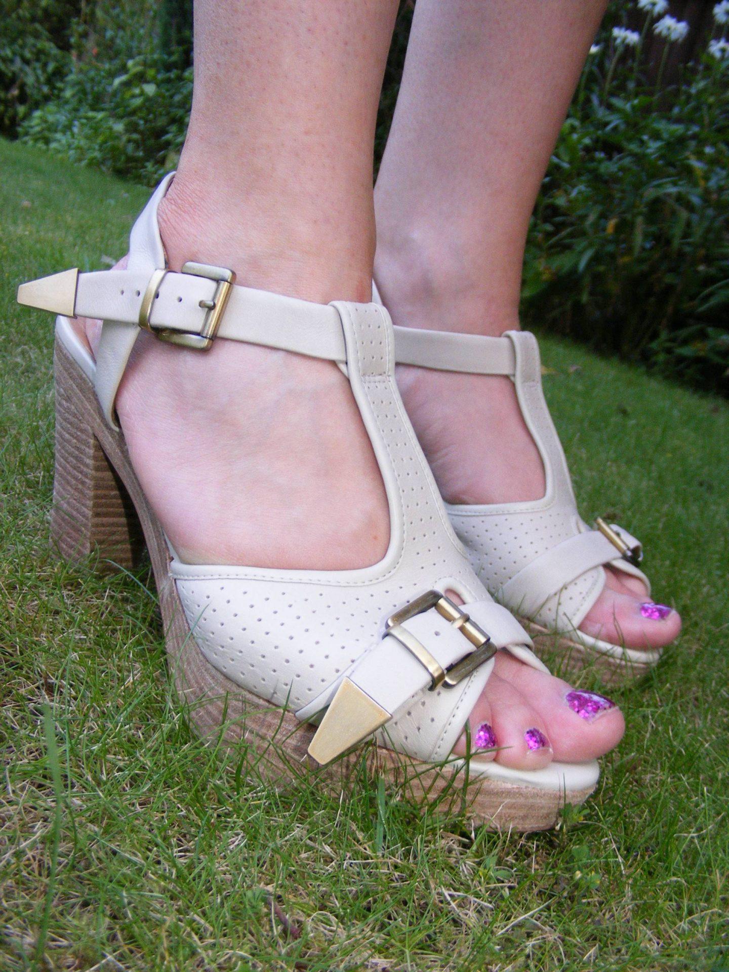 Clarks cream sandals
