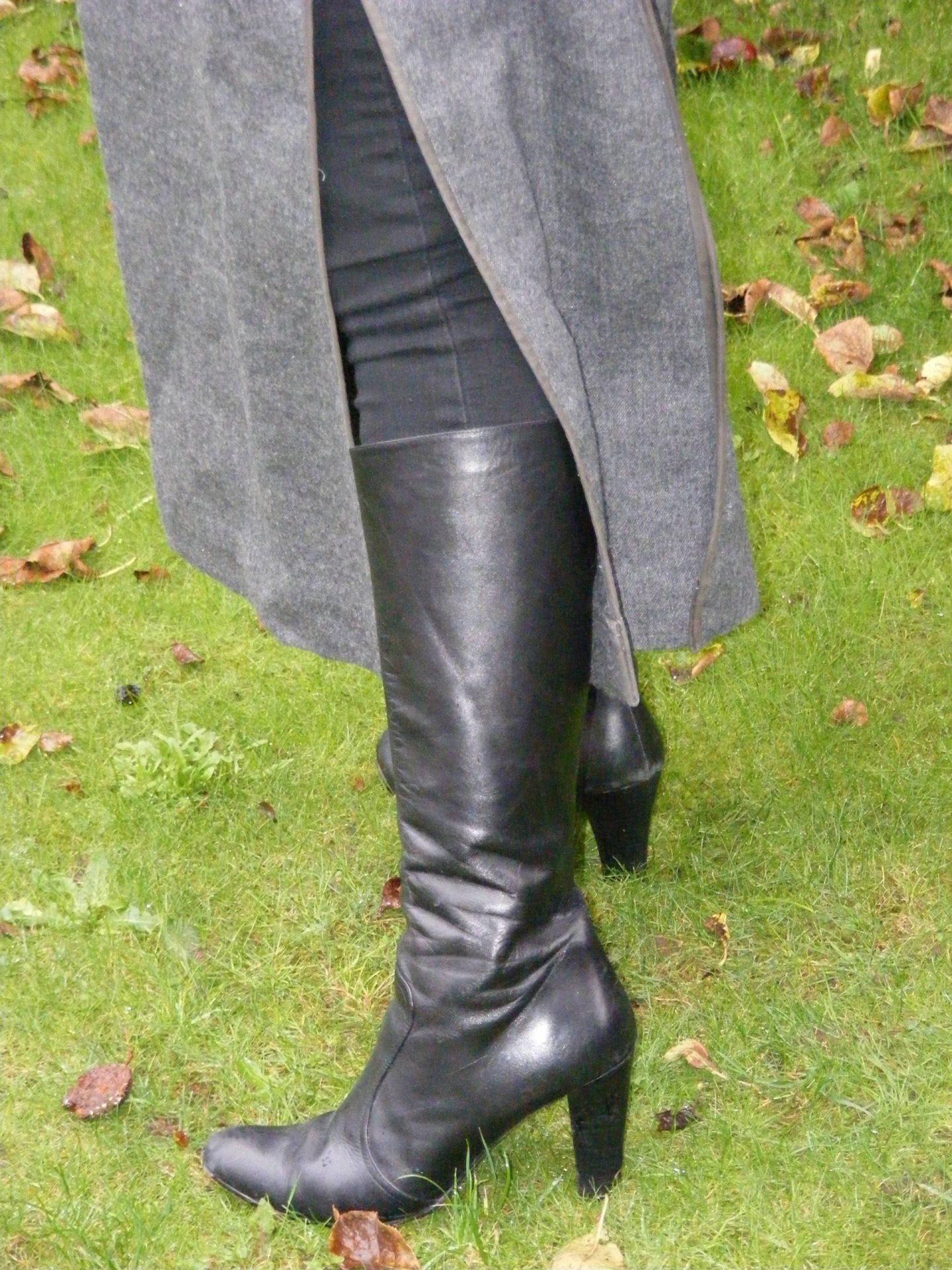 Jones long black boots