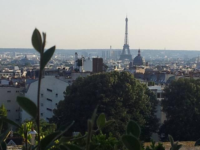 Last Night in Paris, Paris skyline