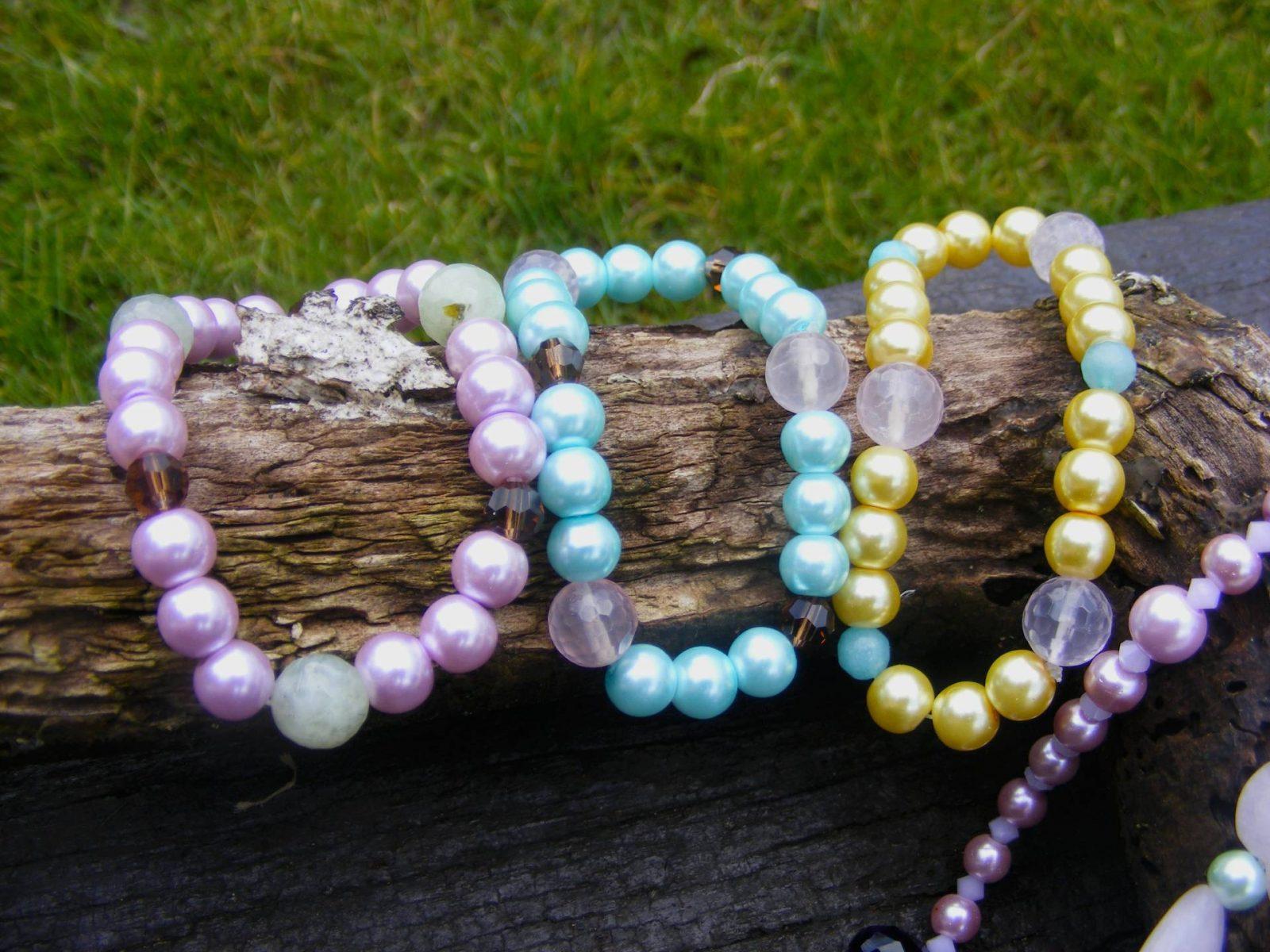 Pastel pearl bracelets