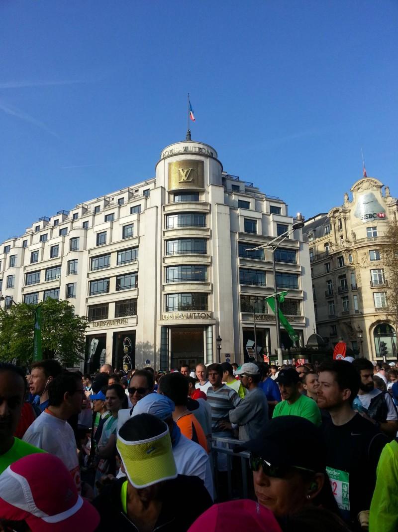 Paris marathon Louis Vuitton Champs Elysees