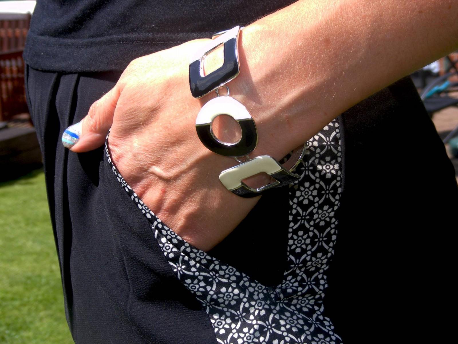 Black and white enamel bracelet