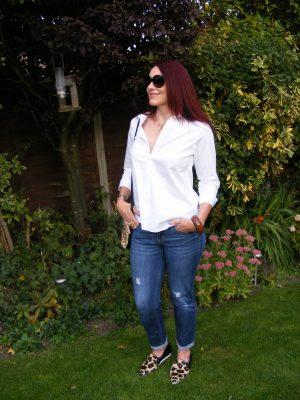 White shirt Gap boyfriend jeans
