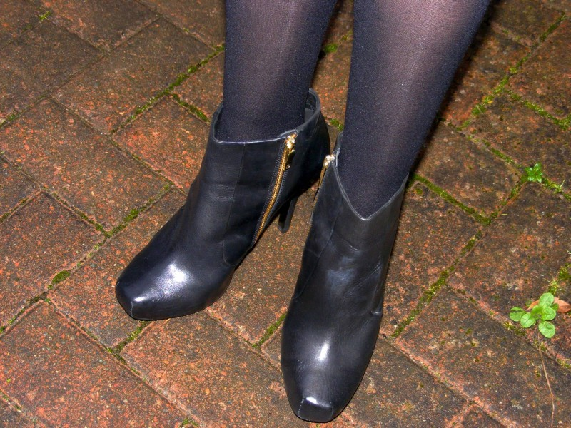 Black leather House of Harlow ankle boots