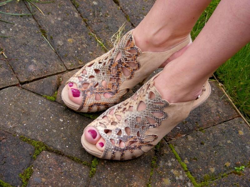 Menbur nude suede shoes