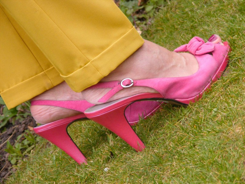 Pink suede sandals Asos mustard trousers