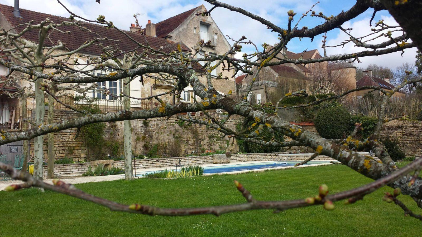 Maison Creme Anglaise garden view