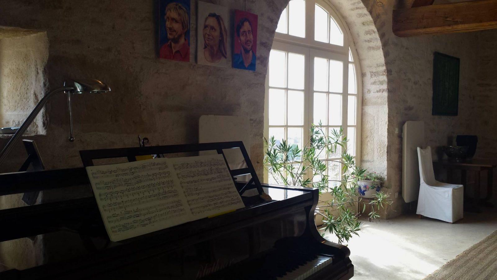 Maison Creme Anglaise piano