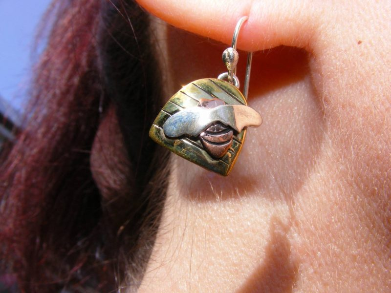 London Calling Pia bee earrings