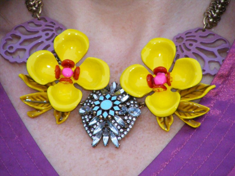 Happiness Boutique flower necklace