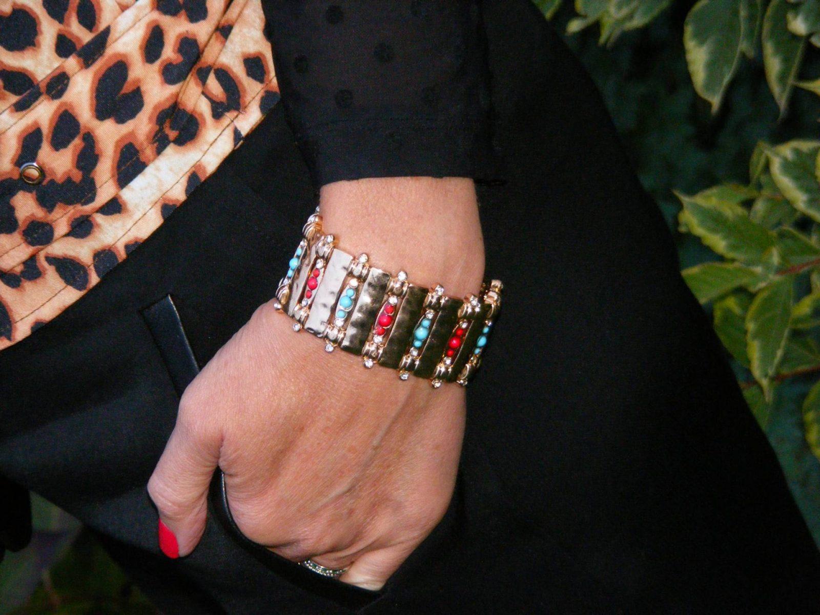 gold-stretch-bracelet