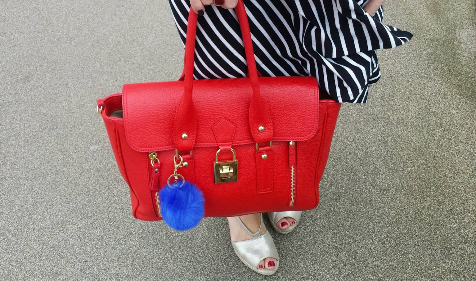 Styling a Winser Wrap Dress For Winter and Summer Mila Blu red bag