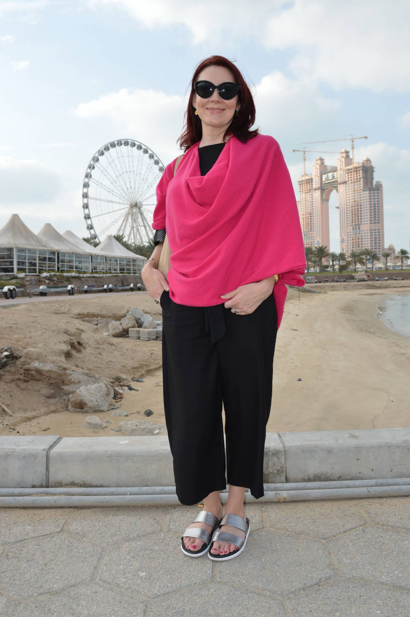 Abu Dhabi Hope-poncho-zara-trousers FitFlops