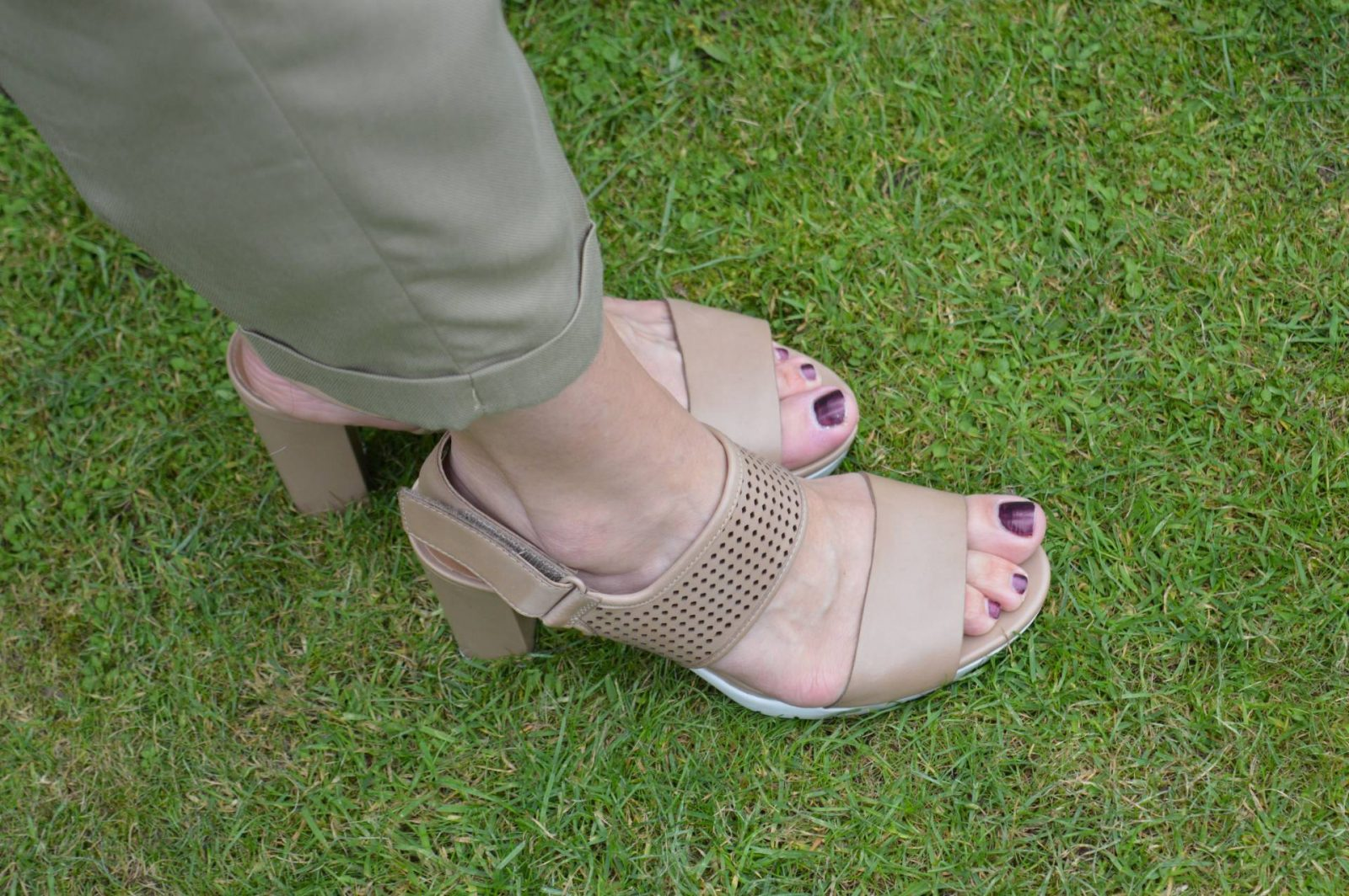 Shades of Khaki With Red Accents Clarkes nude sandals