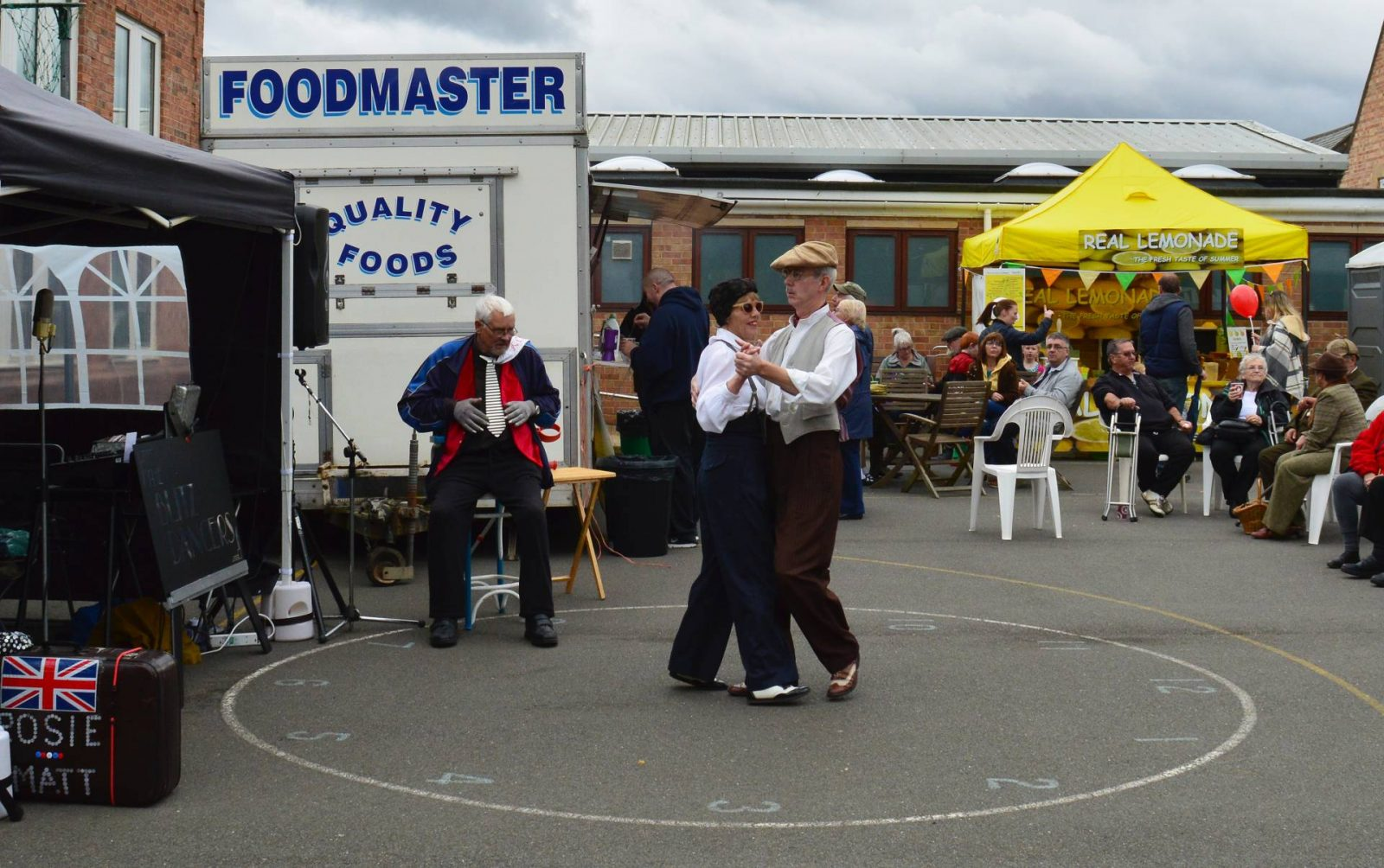 'Life on the Holme Front' 1940s Weekend dancers