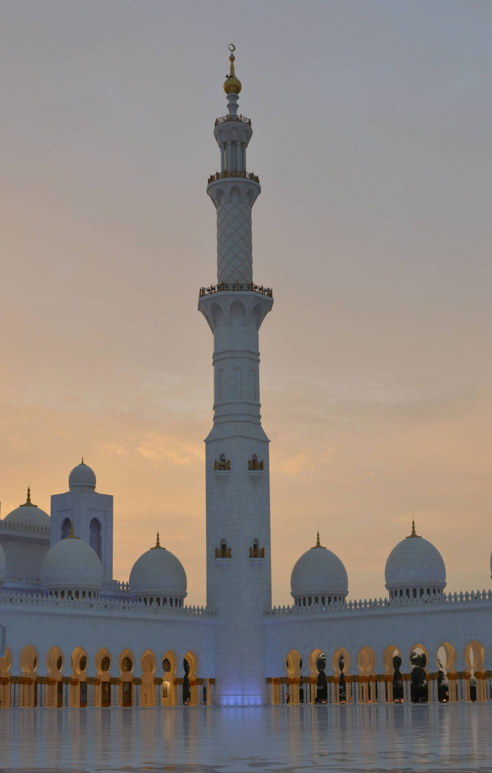 Visiting the Louvre Abu Dhabi and Sheikh Zayed Grand Mosque, sunset at Sheikh Zayed mosque, minaret
