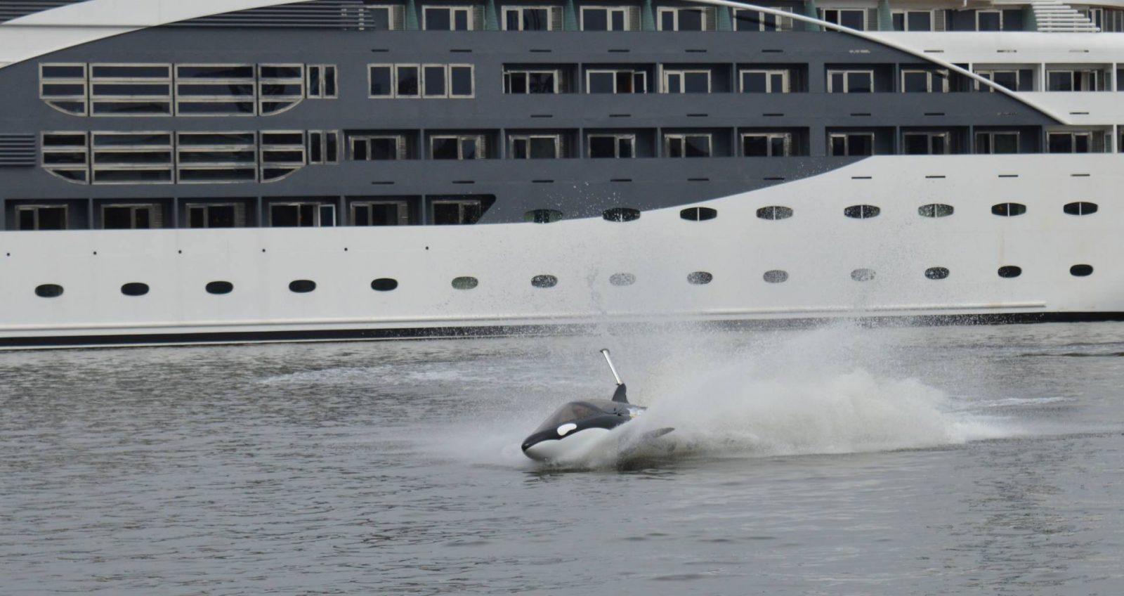 Trying Out the Seabreacher at London's Royal Victoria Docks, Seabreacher in the water