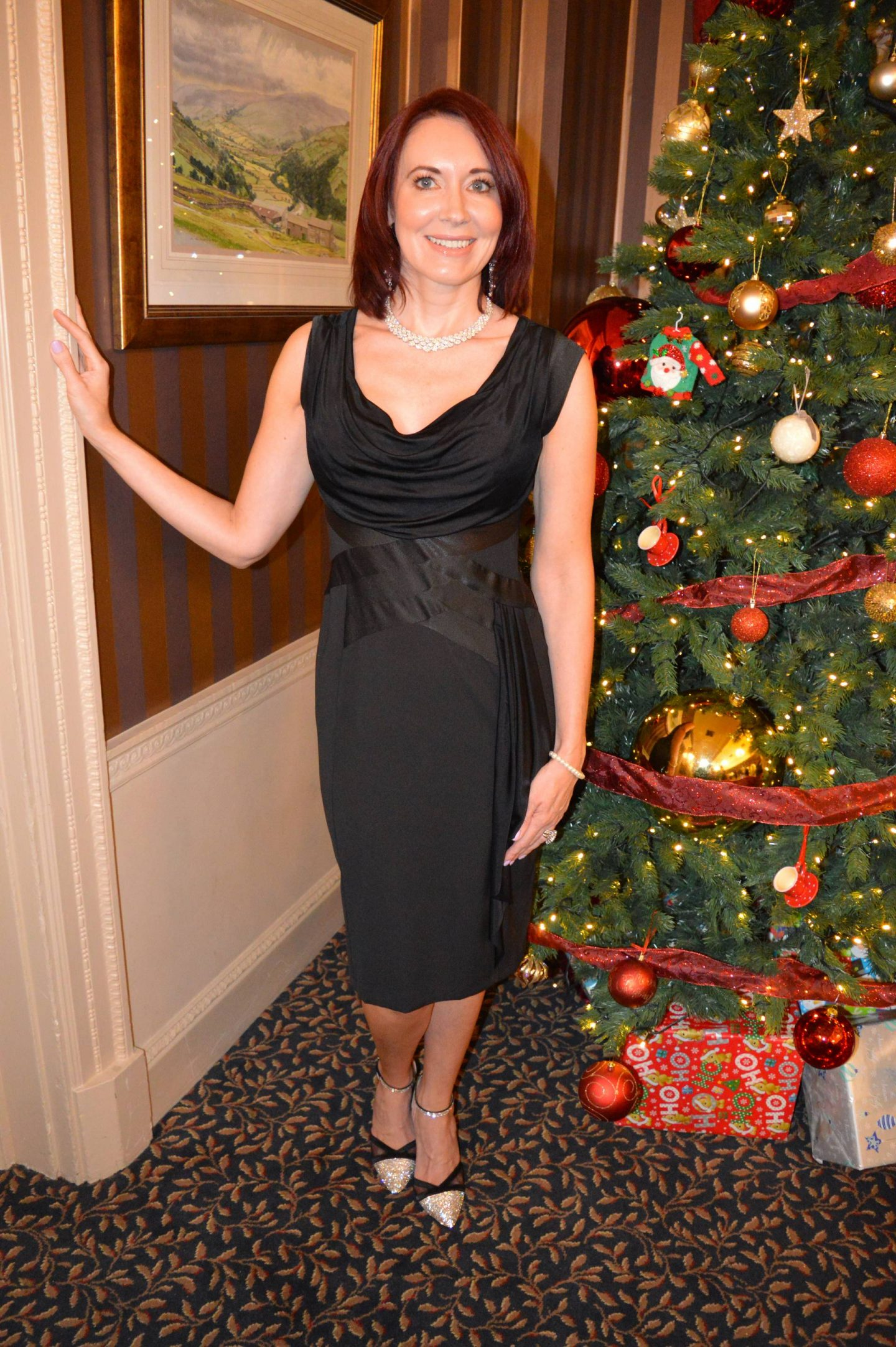 December Party Outfit Ideas, black dress