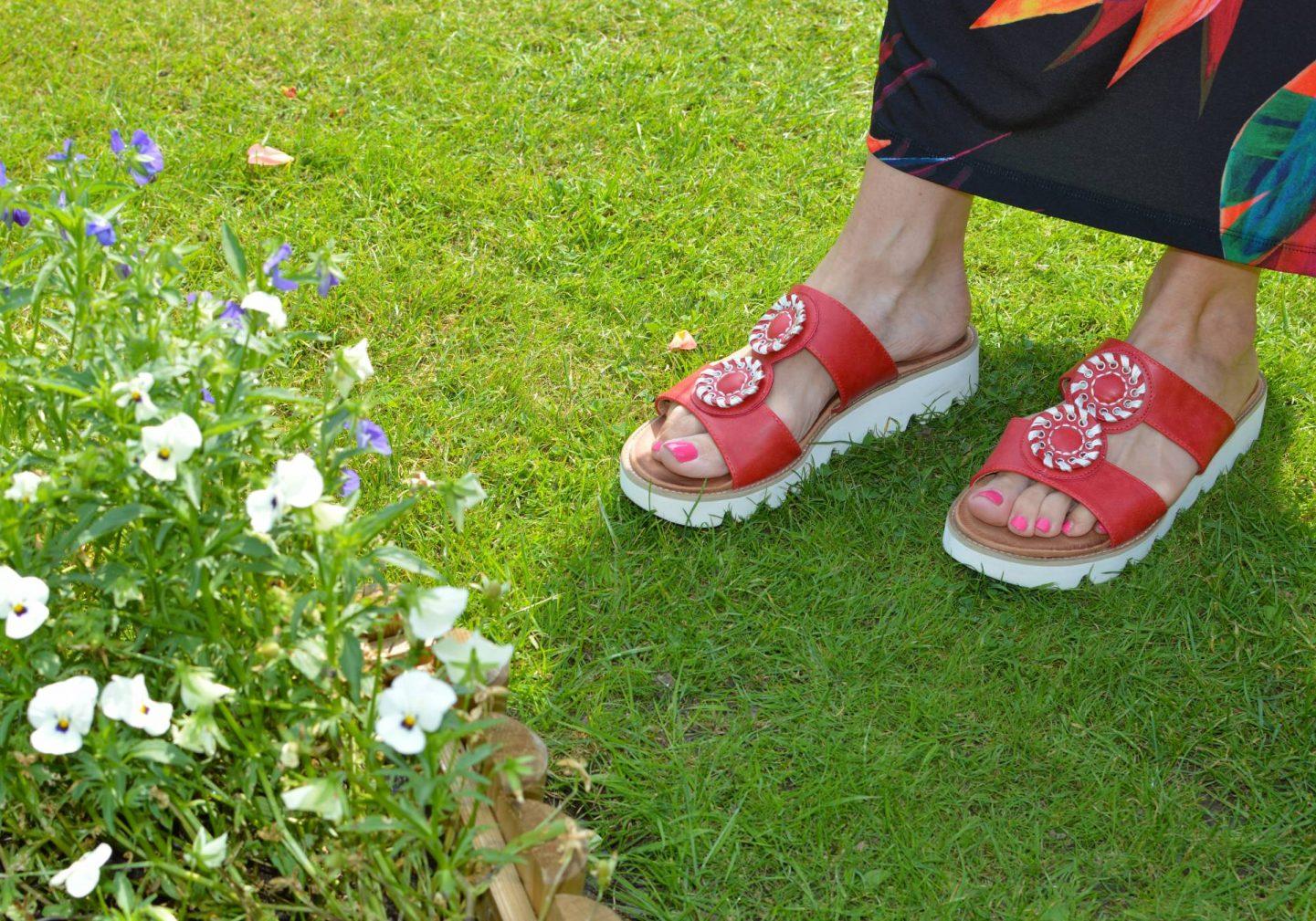 Heavenly Feet red Viva sandals